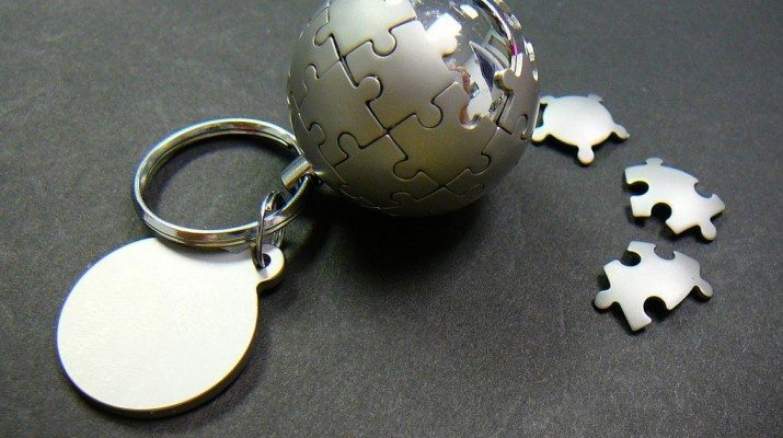 a keyring made with parts of a jigsaw