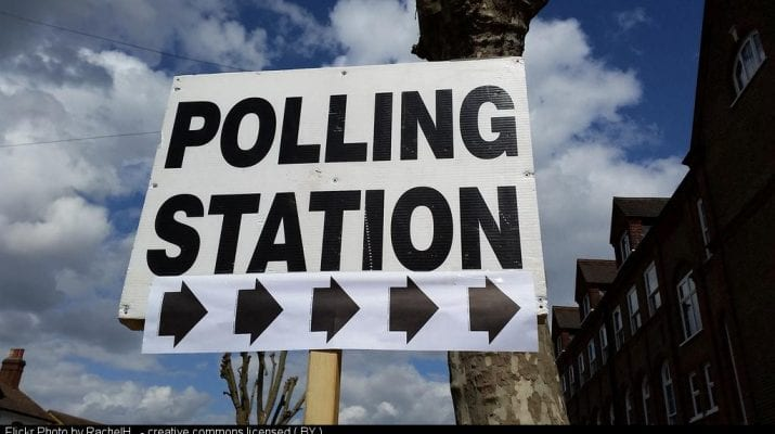 sign saying 'polling station' with arrows pointing right
